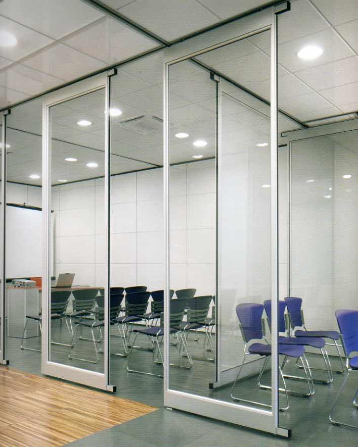 Pareti mobili pareti divisorie scorrevoli manovrabili for Divisori in vetro per ufficio prezzi